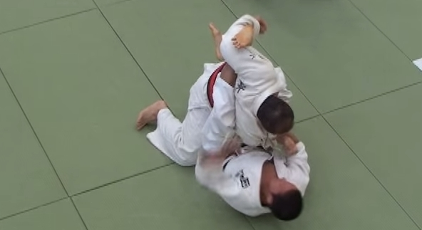 Atemberaubende Judo Bodentechnik