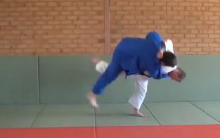 74 Judo Würfe in 2min (Video)