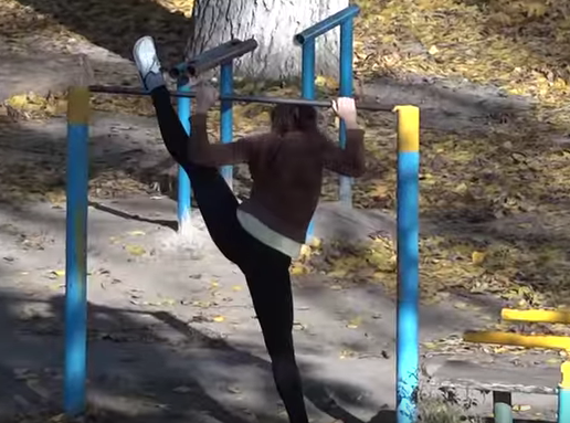 Street Workout am Strand in der Ukraine
